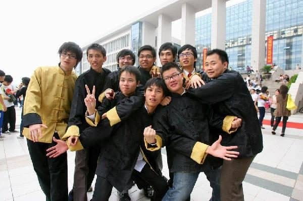 Chinese graduation season: taking pictures